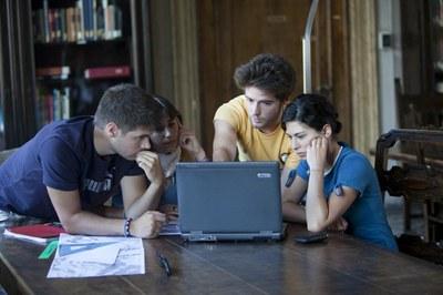 Studiare in gruppo in Sala Matematica